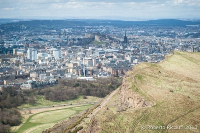 La vista su Edimburgo da Arthur Seat